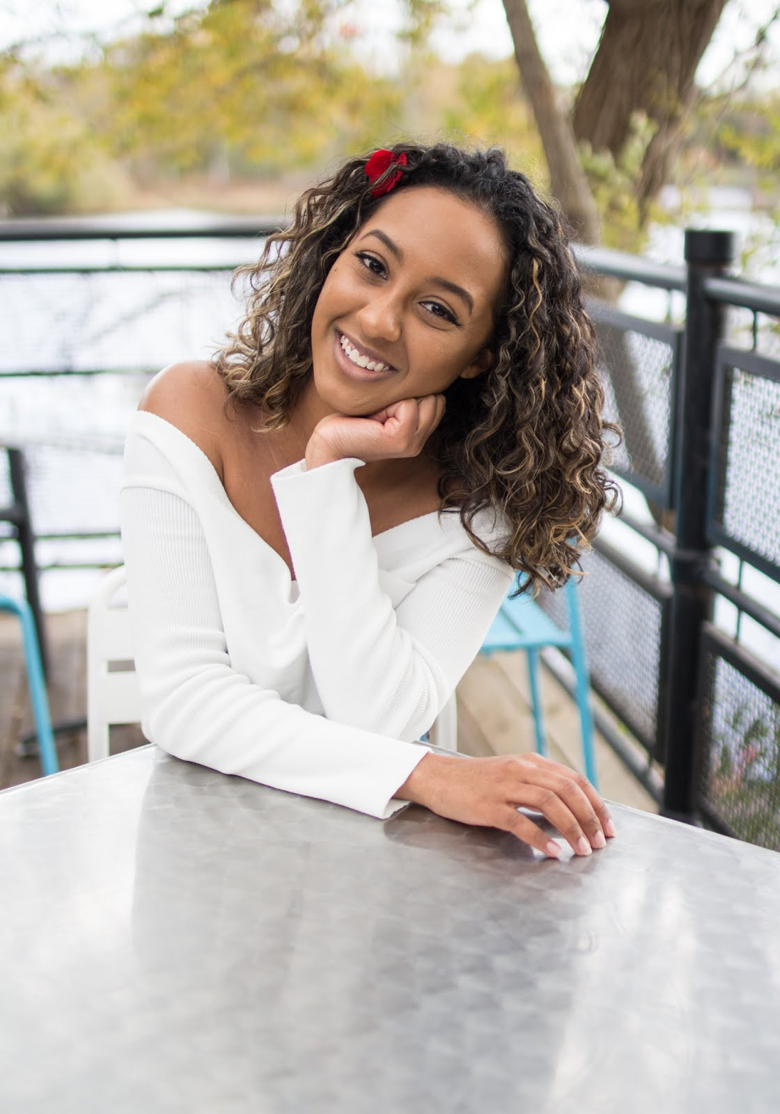 Candicia of HeyitsCandicia is a Canadian curly hair and beauty influencer & blogger. Also the creator of the Toronto Curly Girl Meetup.