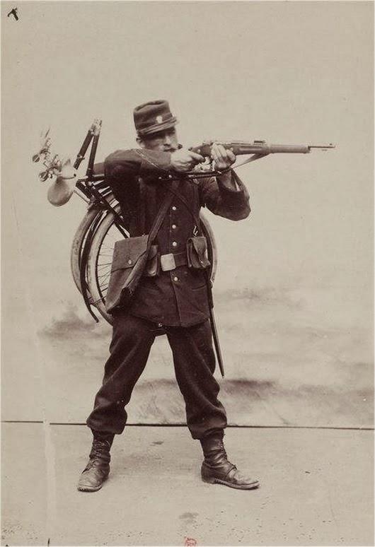 Солдат на велосипеде