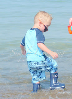 03 Rain boots...on the beach!? 9