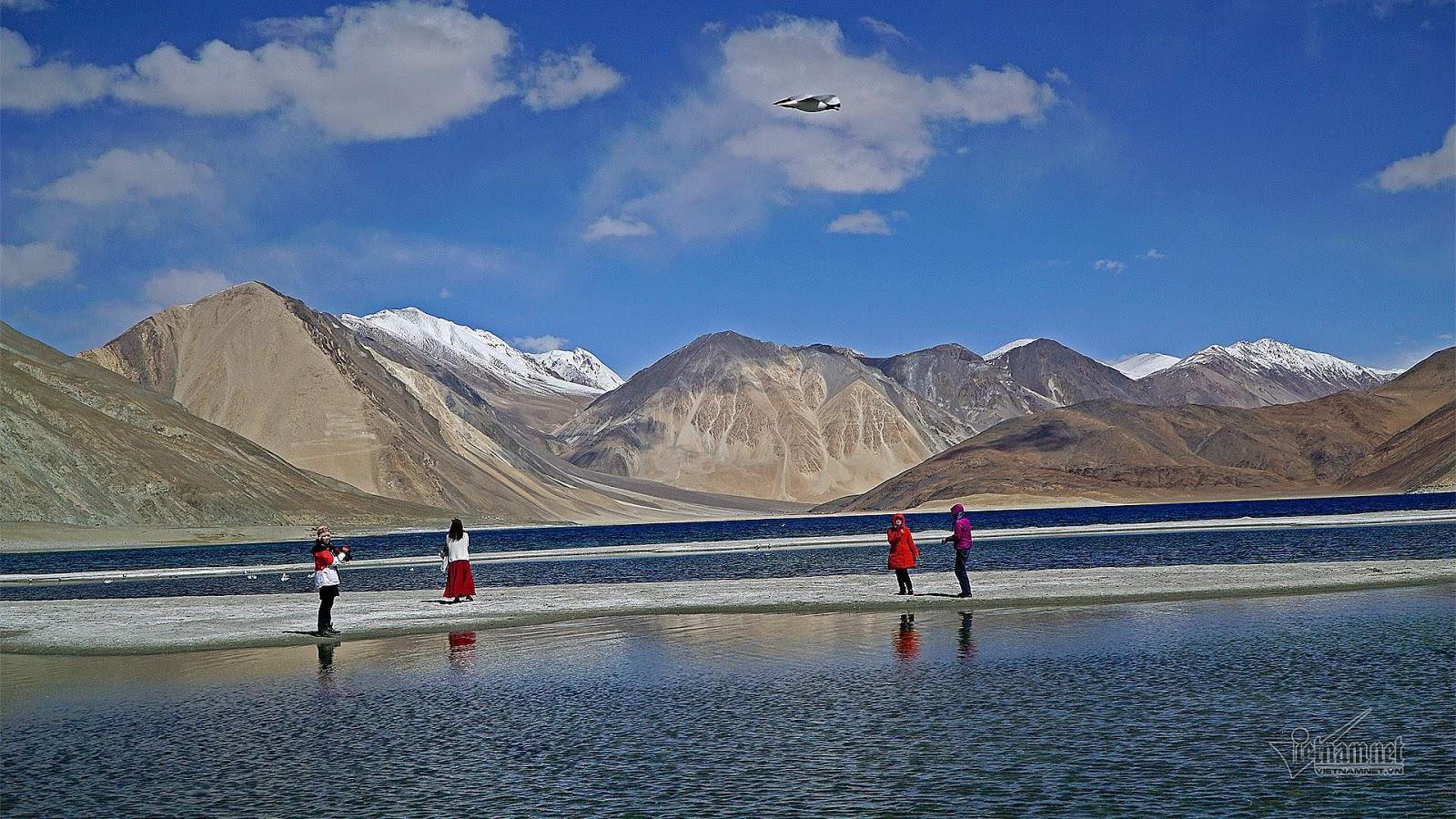 Khám phá vẻ đẹp huyền bí hồ Pangong - Ảnh 11