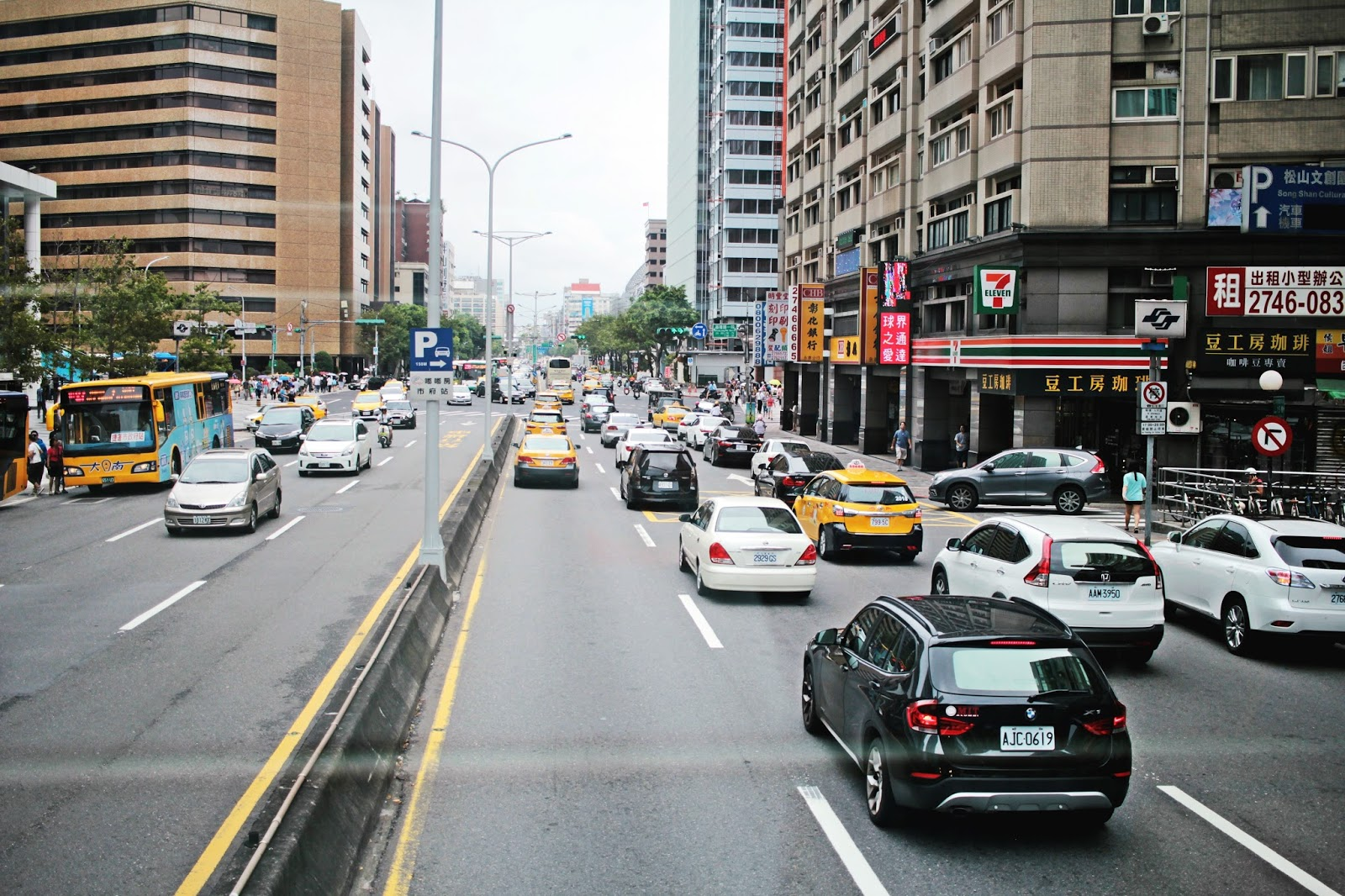 taiwan traffic cars