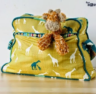 Free Pattern | Retro Overnight Bag