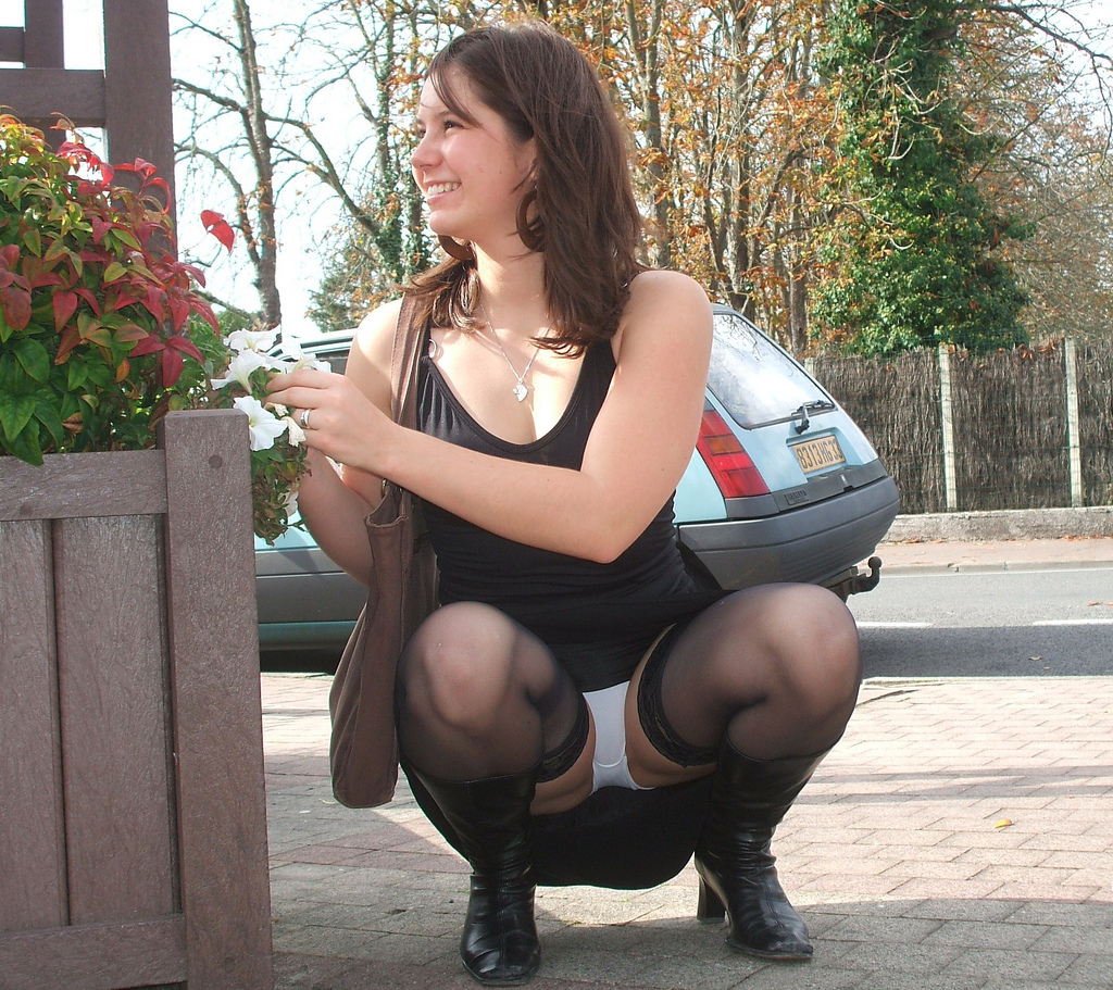 Adults Only 21 Up: 21 Luxury Women Squatting In Skirts