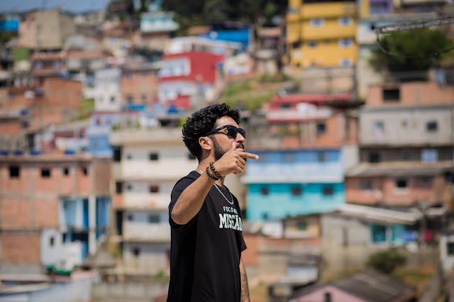 """Novo single/clipe de Rashid, """"Mal com o mundo"""", dá sequência ao projeto Em Construção"""