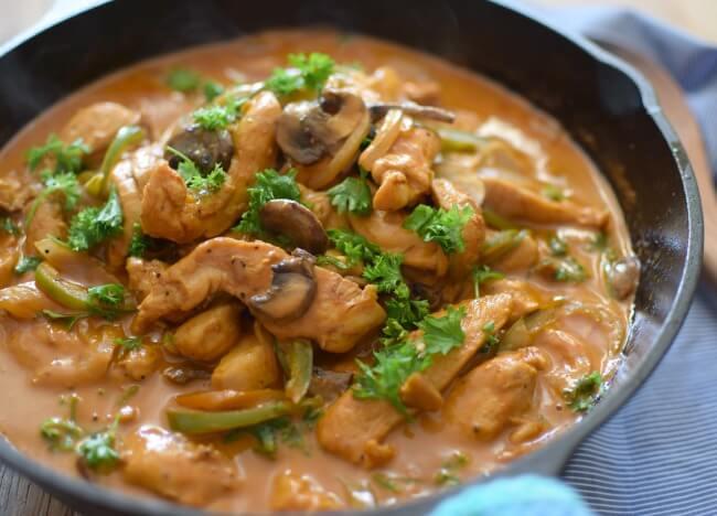 Pollo strogonoff, fácil y rápido de preparar, lo tienes listo en menos de 30 minutos.