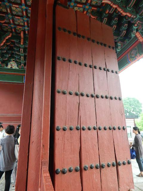 The huge door of the Changgyeonggung palace