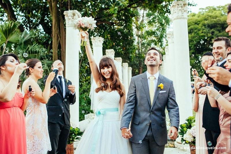cerimonia - altar - noivos - saida dos noivos - bolinhas de sabao - bolhas de sabao - palacio dos cedros - casamento de dia - casamento ao ar livre