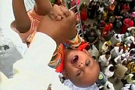 The child threw less than two years from the height of 15 meters in India:
