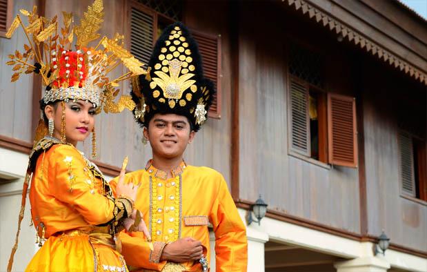 Gambar Baju Adat Gorontalo