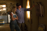 Woody Harrelson and Naomi Watts in The Glass Castle (28)