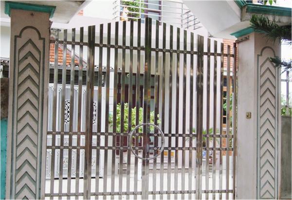Mẫu cổng inox 4 cánh hiện đại