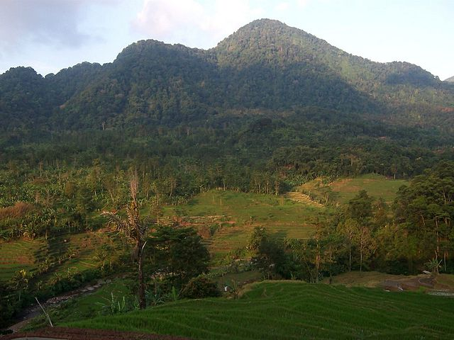 Gunung Batu Tilu di Majalengka
