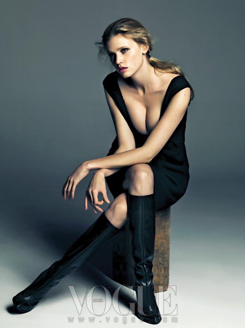 Style4urban Lara Stone Rocks Calvin Klein For Vogue Korea