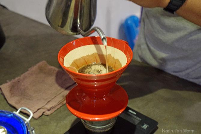 Menyajikan kopi dengan metode V60
