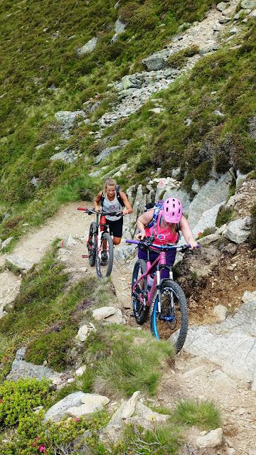 Biketragen bis zum Gipfel des Wetterkrezkogel im Ötztal