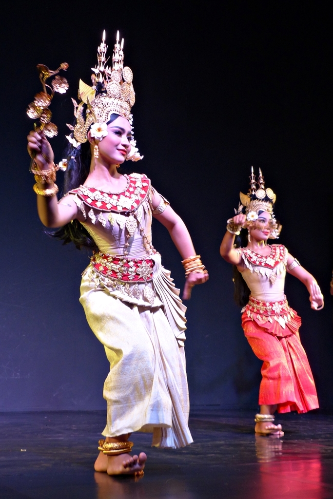 cambodian dancers performing apsara dance
