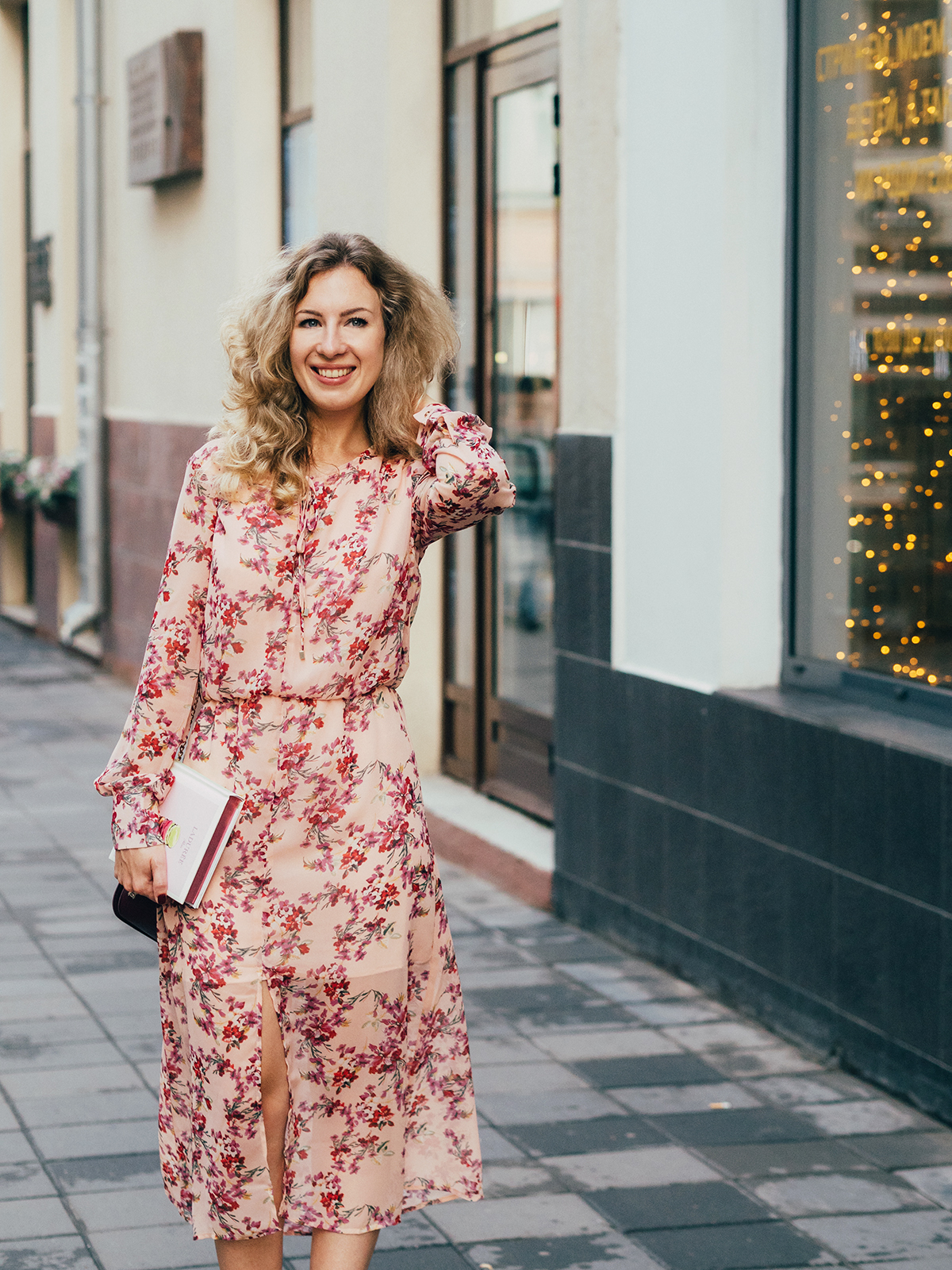 margarita_maslova_pink_floral_dress_laduree_moscow_marsala_heels