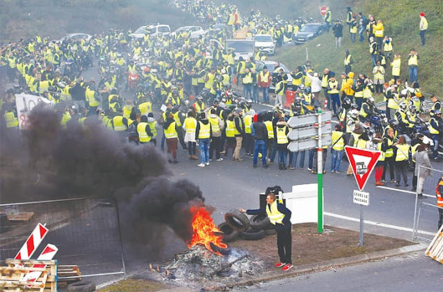 Harga BBM Naik, Ribuan Warga Prancis Demo Minta Presidennya Mundur