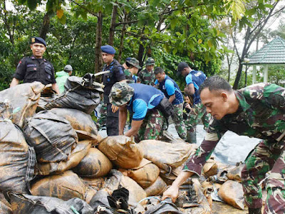 Lantamal IX Kirim Yonmarhanlan Bantu Atasi Bencana Longsor di Kampus IAIN Ambon