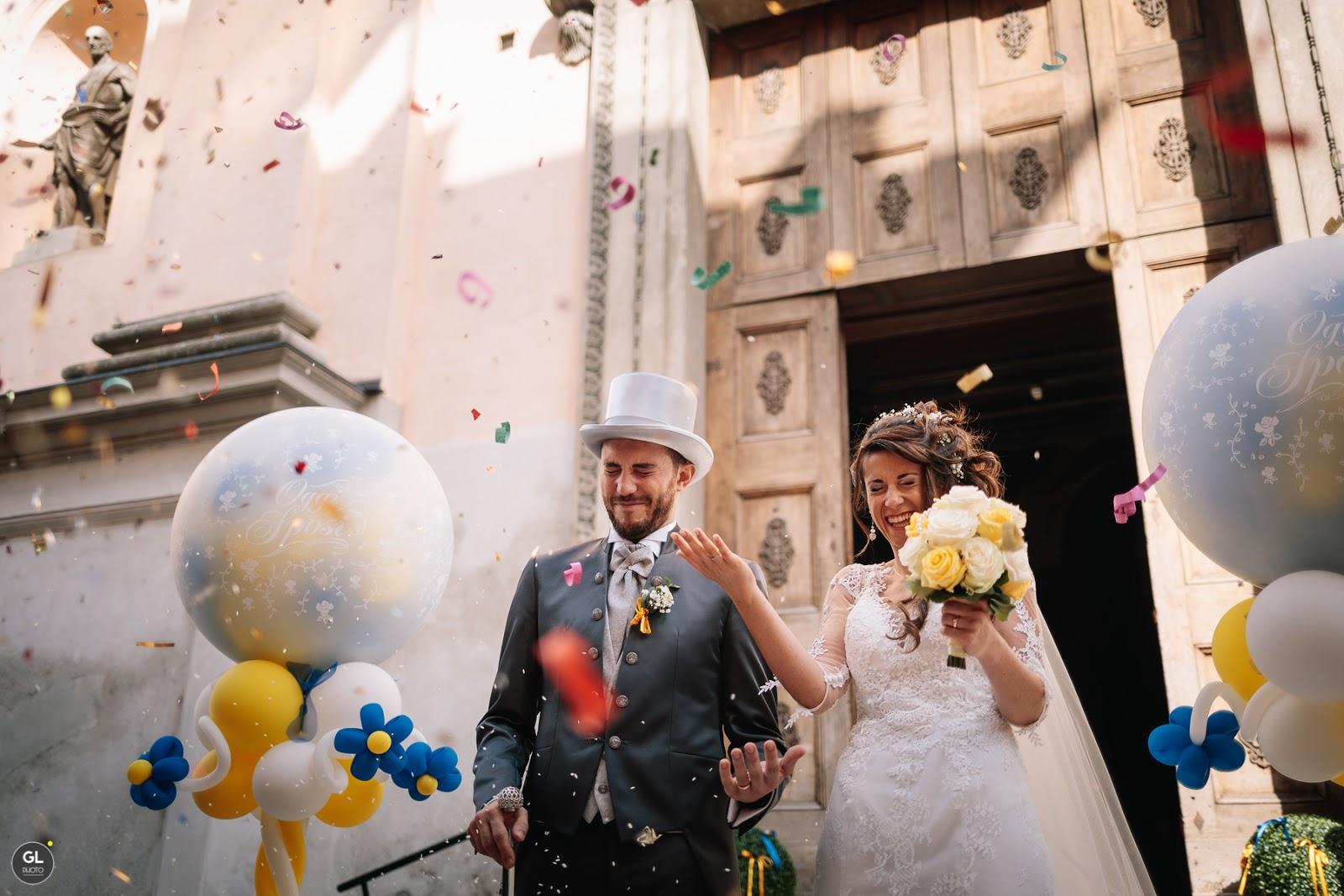 Sparacoriandoli e palloncini per uscita dalla chiesa matrimonio