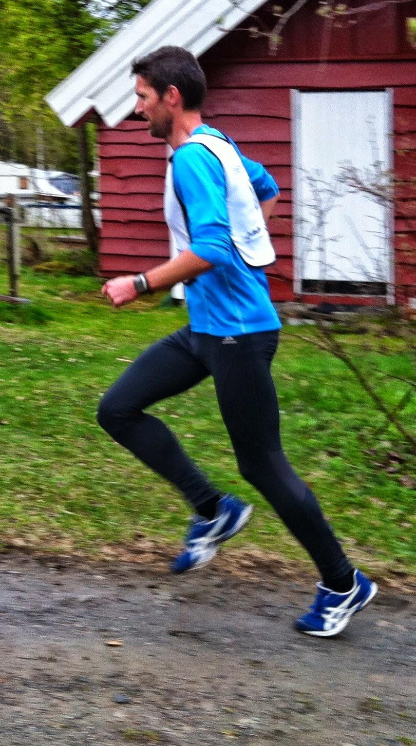 125c3416 Æhhh! Jeg løper alt jeg er kar om. Men luka frem til andre- og  tredjeplassen er for stor til at jeg klarer å tette den før målstreken  passeres.