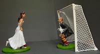 statuette personalizzate sposi milano torte calcio sposo portiere orme magiche