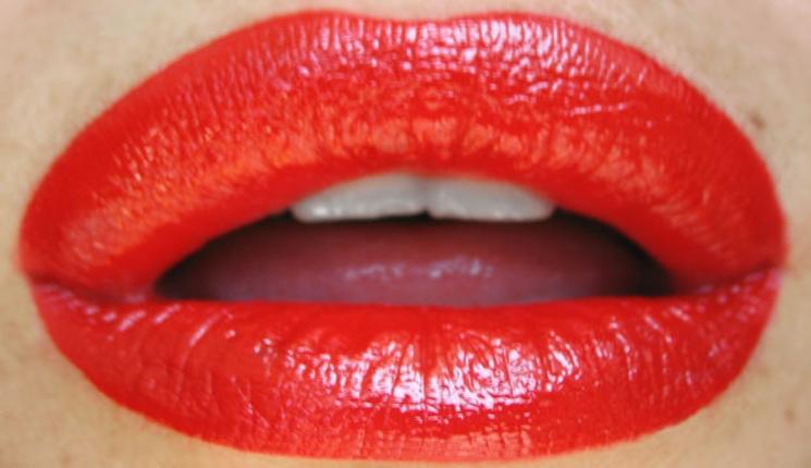 Labios más gruesos con maquillaje