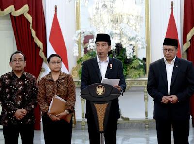 Presiden Republik Indonesia, Joko Widodo memberikan keterangan pers terkait kenaikan kuota haji 2017. Foto : Kemenag.  https://www.kemenag.go.id/berita/443667/kuota-haji-indonesia-tahun-2017-bertambah-52-200