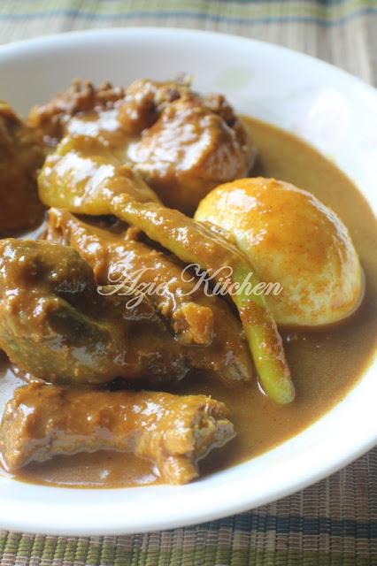 Gulai Darat Ayam bersama Telur Rebus Lauk Nasi Dagang