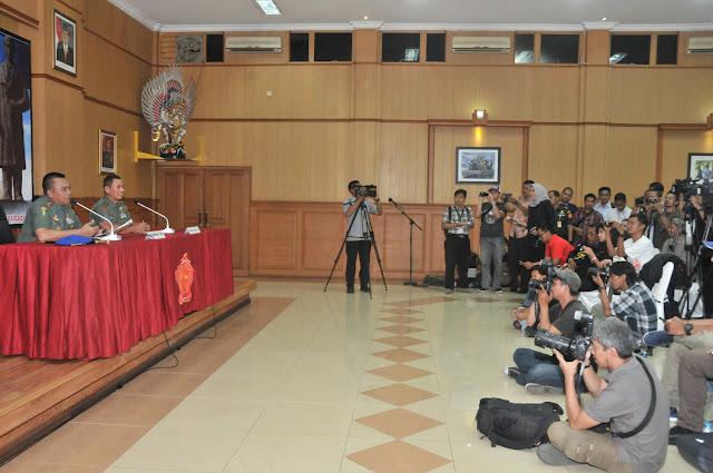 TNI Gelar Konferensi Pers Kasus Dugaan Korupsi Oknum TNI