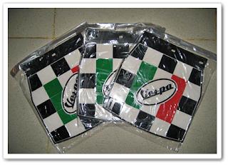 Aksesoris Vespa Classic - Kepet Air Motif Catur Logo Vespa Italy
