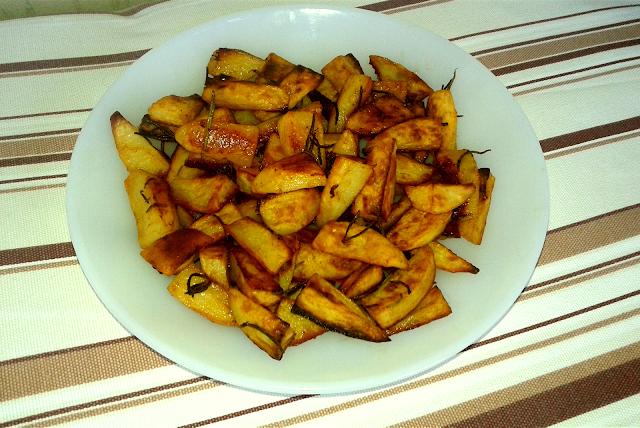 як запекти картоплю в духовці з розмарином