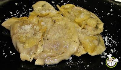 Tortelloni con gorgonzola, mela e noci.