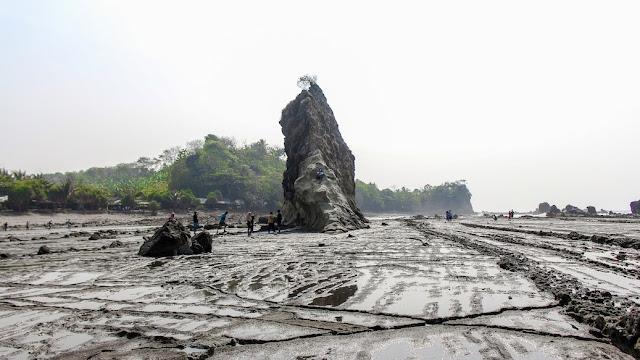 tebing karang tanjung layar