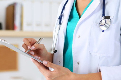 Médica lança polêmica na web sobre eficácia da mamografia