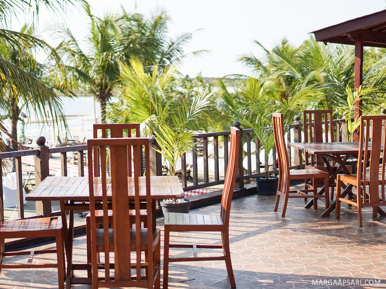 Makan di Pinggir Pantai - Jimbaran Resto, Ancol, Jakarta ...