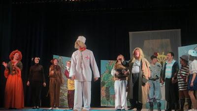 http://khersonline.net/novosti/kultura/24154-teatralnaya-vesna-hersonschiny-rasskazala-o-voyne.html