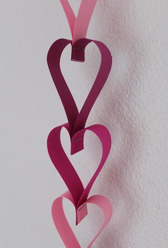DIY-Basteltipp für eine Herz-Girlande von Ars Vera.