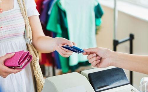 Ai cũng cần có 1 cái thẻ tín dụng ngân hàng quốc tế