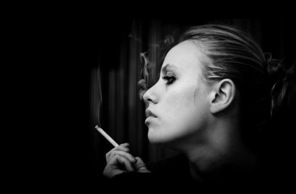 Hình ảnh khói thuốc buồn - Ảnh khói thuốc đẹp & nghệ thuật nhất