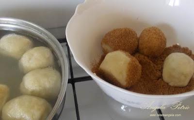 Preparare gomboti cu prune - etapa 10