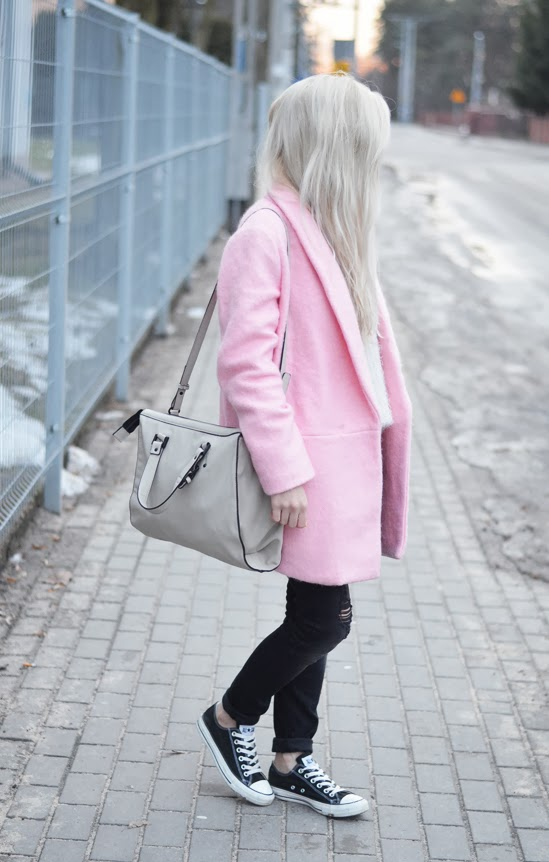 OVERSIZE LIGHT PINK WOOLEN COAT, FLUFFY SWEATER & BLACK CONVERSE
