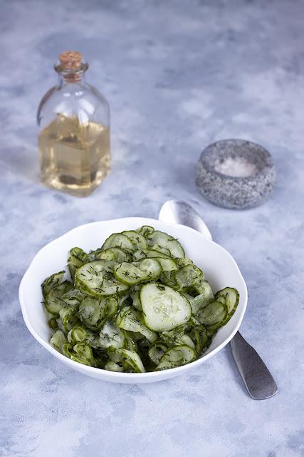 surówka z zielonego ogórka