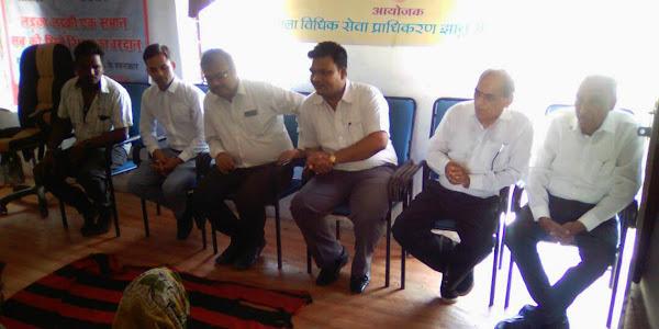 विधिक साक्षरता शिविर में न्यायाधीशगणों ने ग्रामीणजनों से की सीधी चर्चा