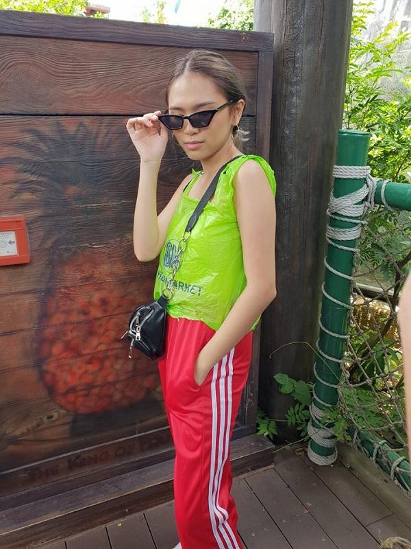 Pinay's SM plastic bag 'blouse' turns heads at Ocean Park Hong Kong