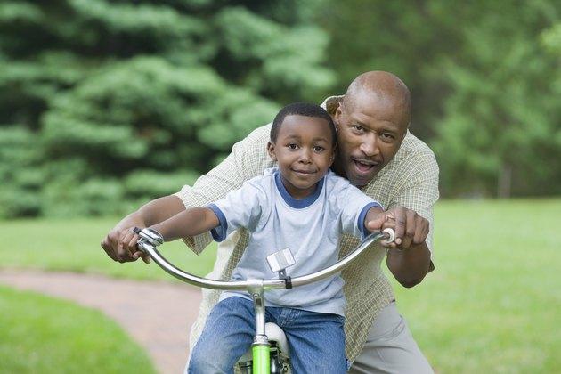 في أي عمر يتعلم الأطفال ركوب الدراجة