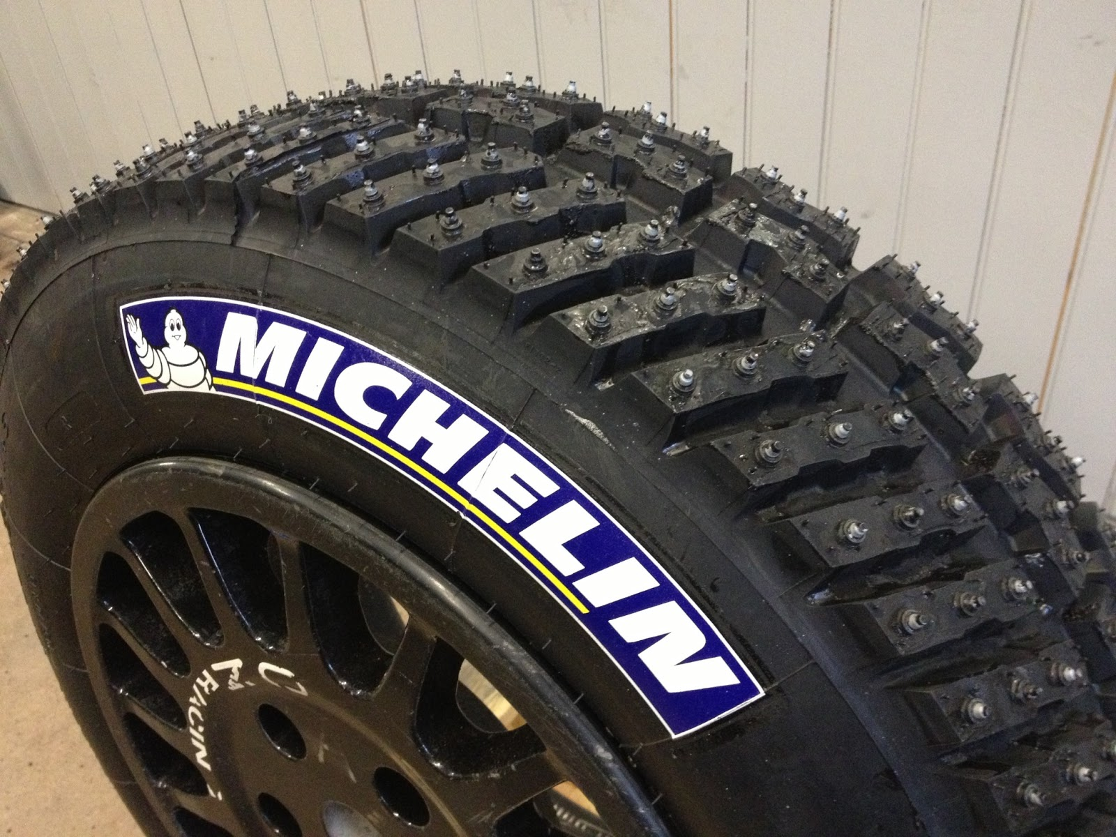 question about the b5 spare wheel for ice racing requirements. Black Bedroom Furniture Sets. Home Design Ideas