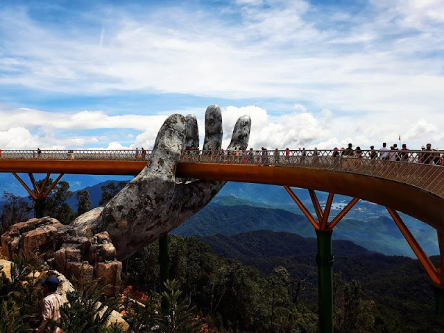 Experience of conquering Vietnam's Golden Bridge on Ba Na Hills 2
