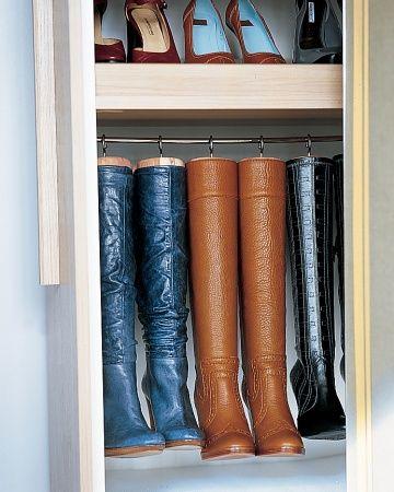 Ordenar las botas en el armario