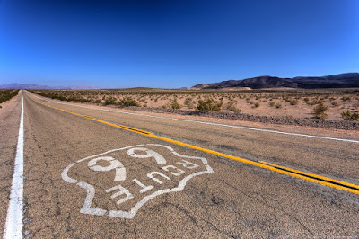 Sign Route 66 California_by_Laurence Norah